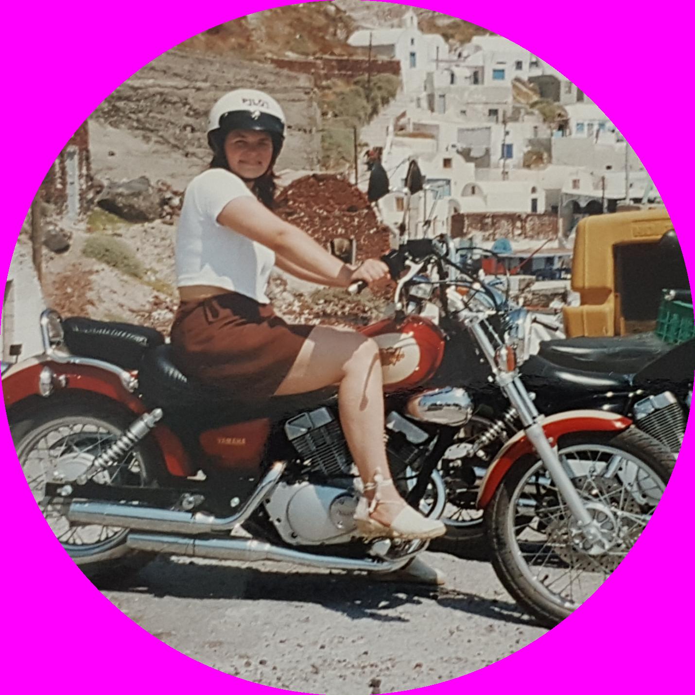 Claudia Hinterauer auf Motorrad